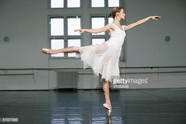 A female ballet dancer doing the toe-dance (arabesque)
