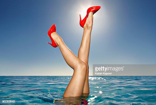 female bare legs with red shoes portuding outof in - talons hauts photos et images de collection