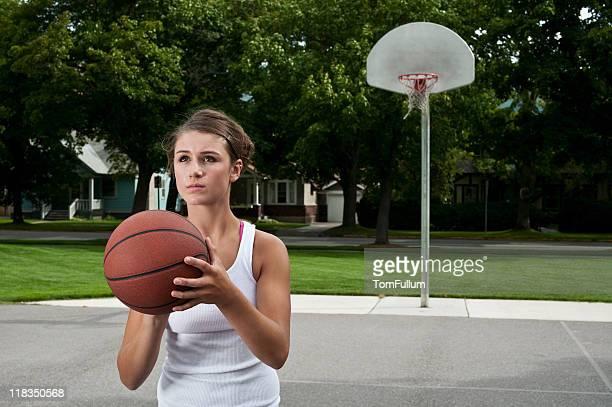 fêmea jogador de basquetebol - atirar à baliza imagens e fotografias de stock