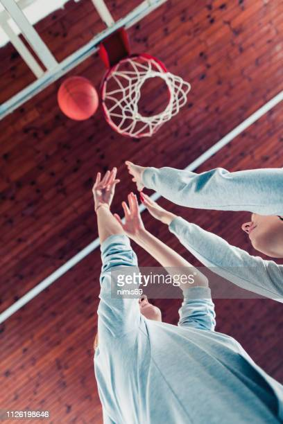 female basketball players playing basketball - basketball team stock pictures, royalty-free photos & images