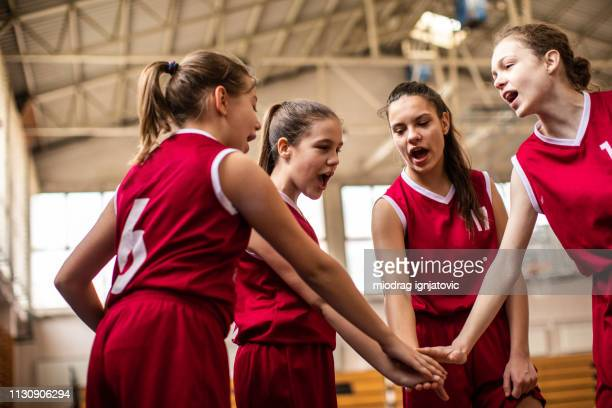 勝利のための女子バスケットボールチーム - sports uniform ストックフォトと画像