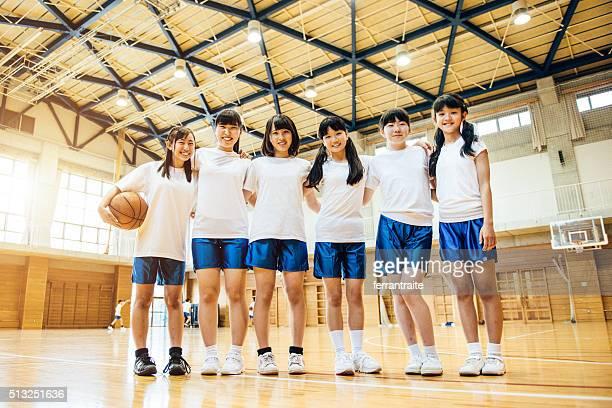 女子バスケットボールチームに日本の高校生