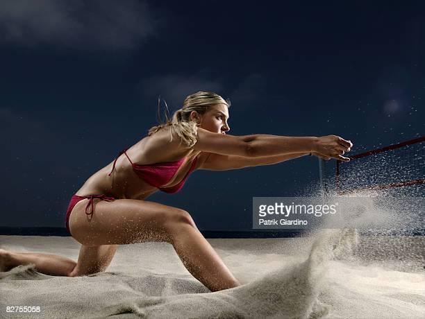 female beach volleyball - strand volleyball stock-fotos und bilder