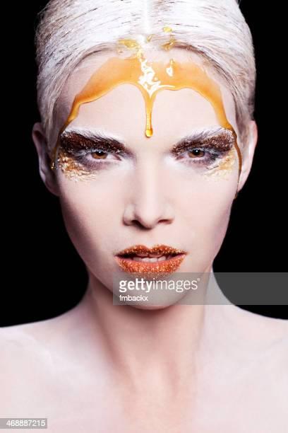 Mujer de belleza de azúcar, miel polvo de maquillaje de creatividad