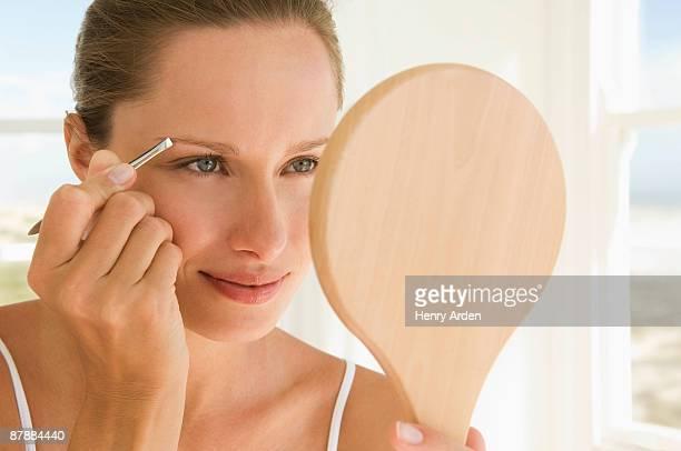 female beauty - 修眉 個照片及圖片檔
