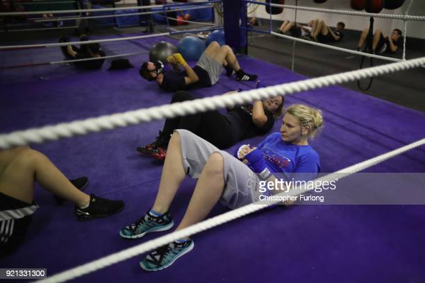 Female boxer Charliegh Carter aged 22 trains doing dit ups in the ring at the Hook Jab Boxing Gym on September 12 2016 in Warrington England The...