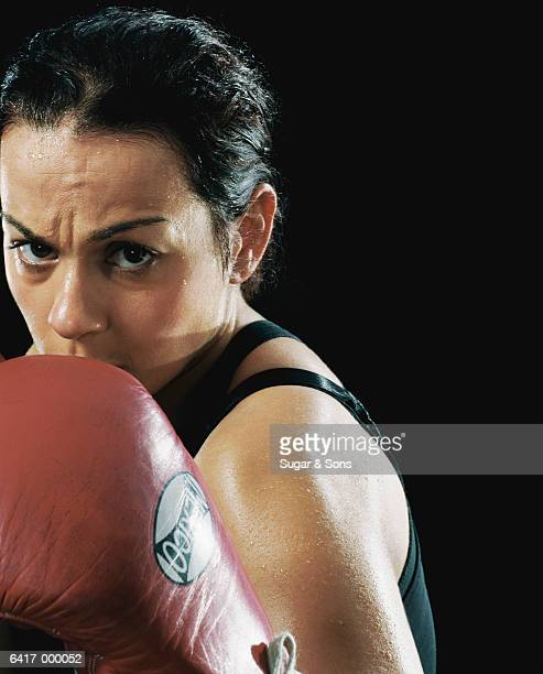 female boxer - women's boxing stock pictures, royalty-free photos & images