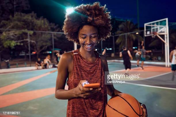 jogadora de basquete feminino - basquete - fotografias e filmes do acervo