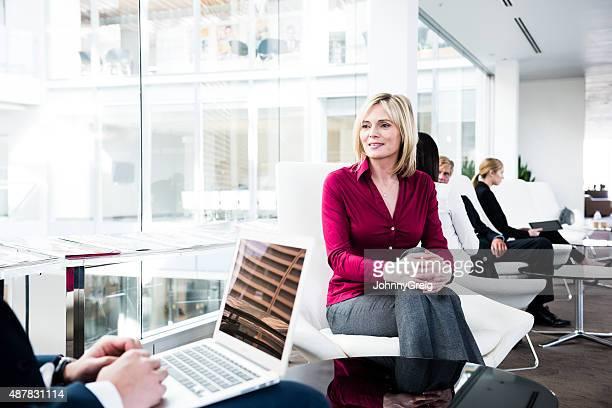 Weibliche business executive in Kunden