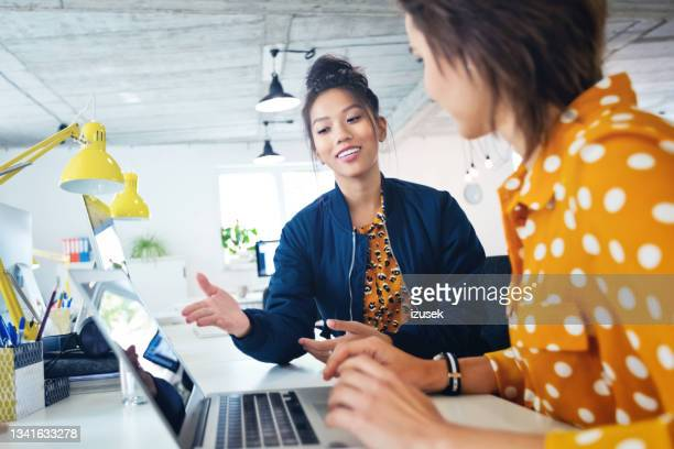 female business executives working in new office - izusek stock pictures, royalty-free photos & images
