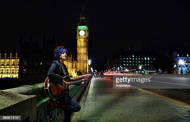 female busker on westminster bridge at night - anatoleya stock pictures, royalty-free photos & images