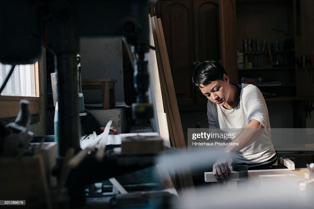 Female Carpenter Working In Workshop : Stock Photo
