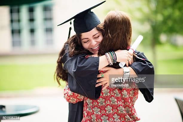 Weibliche college-Absolventen
