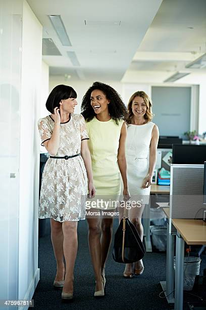 female coworkers leaving work - sleeveless dress - fotografias e filmes do acervo