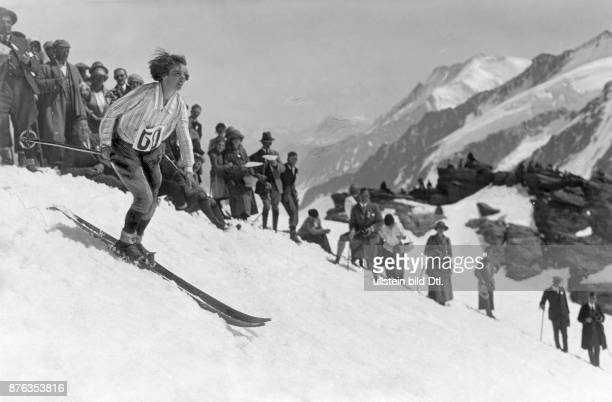 Female cross country competition in Wengen in the Swiss Alps Vintage property of ullstein bild