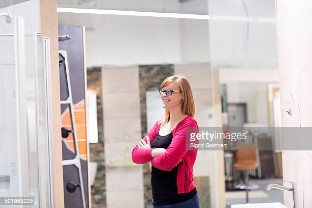 female customer admiring display in hardware store - sigrid gombert stock-fotos und bilder