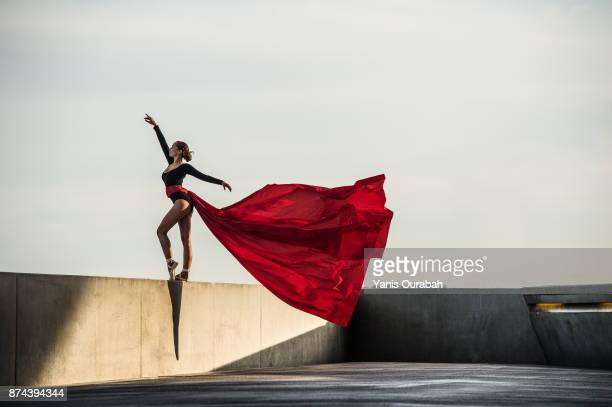 female dancer dancing in the streets of lyon, france - arts culture et spectacles photos et images de collection
