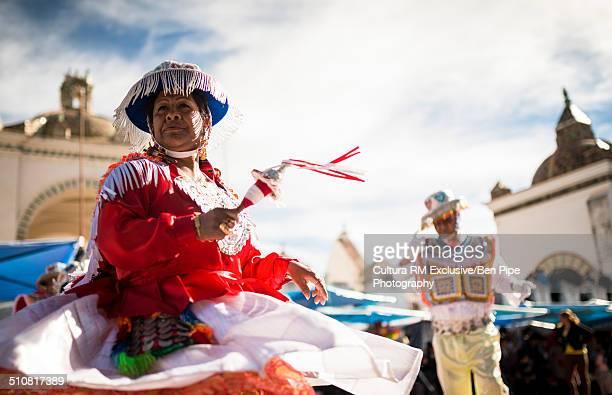 female dancer in costume, fiesta de la virgen de la candelaria, copacabana, lake titicaca, bolivia, south america - fiesta de la virgen de la candelaria fotografías e imágenes de stock