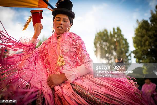 female dancer in pink costume, fiesta de la virgen de la candelaria, copacabana, lake titicaca, bolivia, south america - fiesta de la virgen de la candelaria fotografías e imágenes de stock