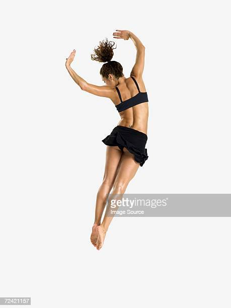 Bailarina mujer salto