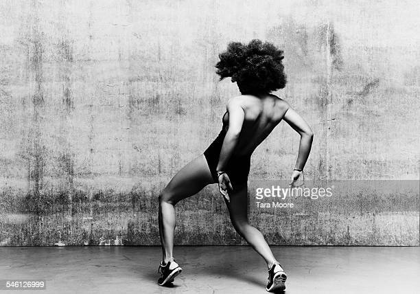 female dancer krumping in urban studio setting - black and white stock pictures, royalty-free photos & images
