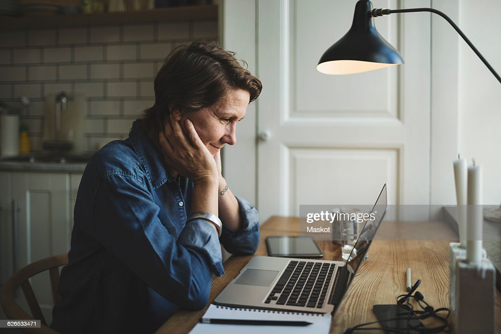 Female designer working late at home office : Stockfoto