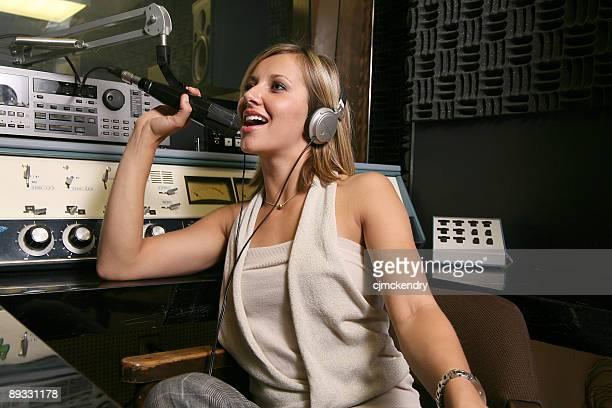 雌ディスクジョッキー - ラジオdj ストックフォトと画像