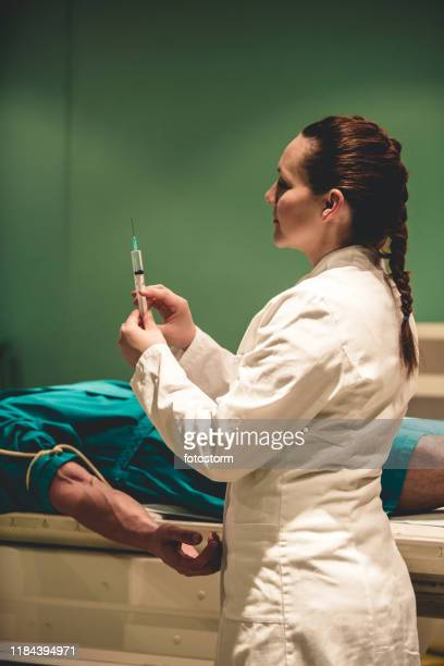female doctor preparing an injection - pet scan machine stock pictures, royalty-free photos & images