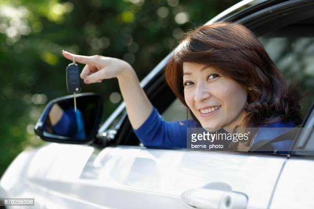 Weibliche fahren Auto