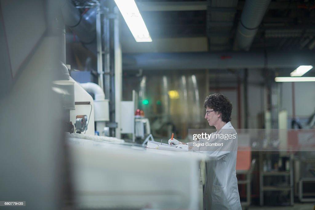 Female engineer working in industry, Hanover, Lower Saxony, Germany : Stock-Foto