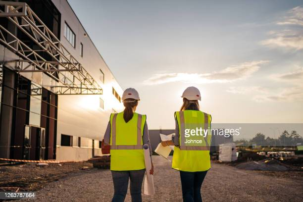 female engineers overseeing construction site - health and safety stock pictures, royalty-free photos & images