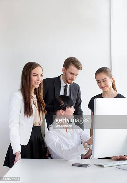 Femme d'affaires de formation groupe d'employés