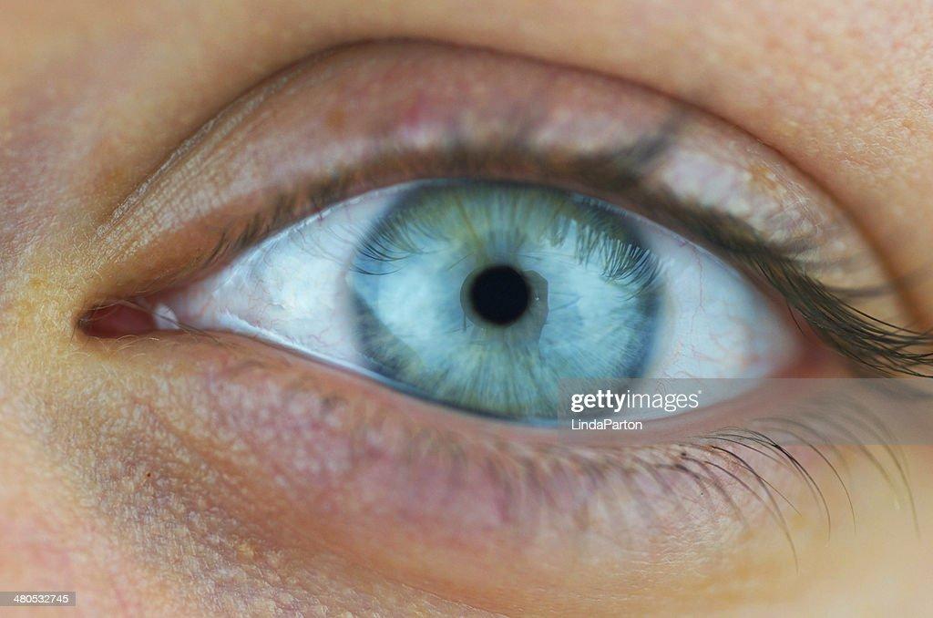 Weibliche Auge hautnah : Stock-Foto