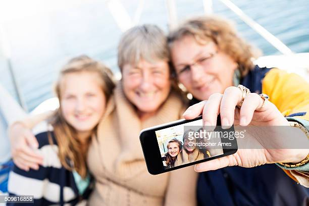 Weibliche Familie Selfie von auf Segelboot Jacht