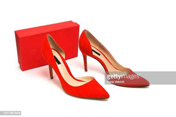 female fashion luxury outfit red shoes, gift box on white background. - sapato vermelho imagens e fotografias de stock