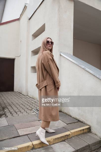 female fashion model, posing for a full length photo, wearing total beige outfit, street fashion - total look stock pictures, royalty-free photos & images