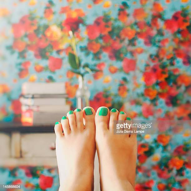 female feet - toe stock pictures, royalty-free photos & images