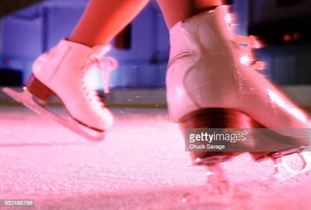 female figure skates - patinage artistique photos et images de collection
