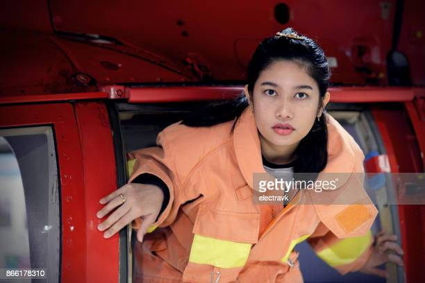 feminino bombeiro - fire protection suit - fotografias e filmes do acervo