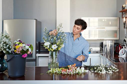 Female florist organising flowers for customer from home - gettyimageskorea