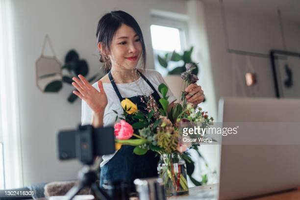 female florist vlogger recording flowers arrangement video - copy space stock pictures, royalty-free photos & images