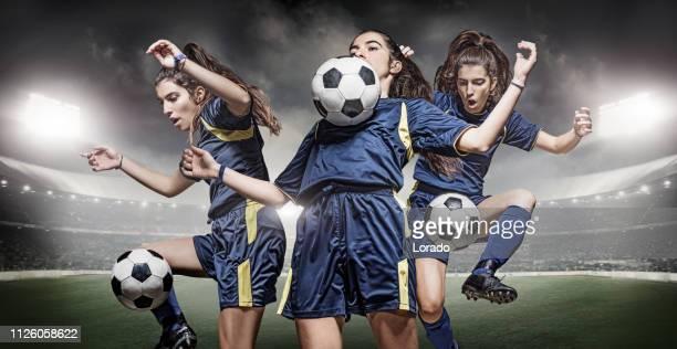 joueuse de football en action dans un stade - championnat mondial de football photos et images de collection