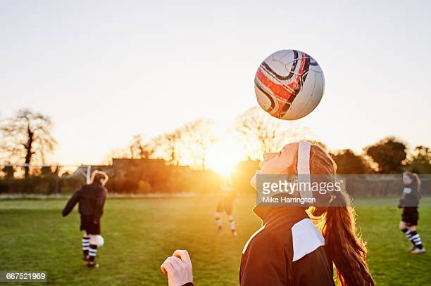 female footballer performing keepie-uppies - football player stock pictures, royalty-free photos & images