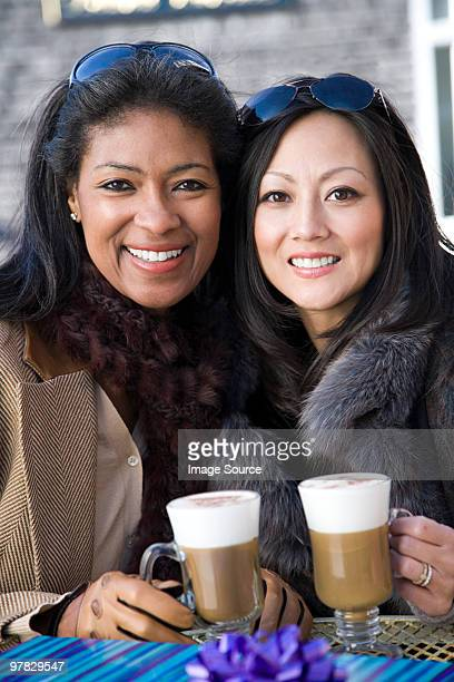 女友達がコーヒー