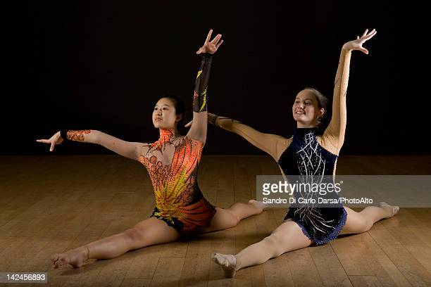 female gymnasts performing splits - leotard stock pictures, royalty-free photos & images