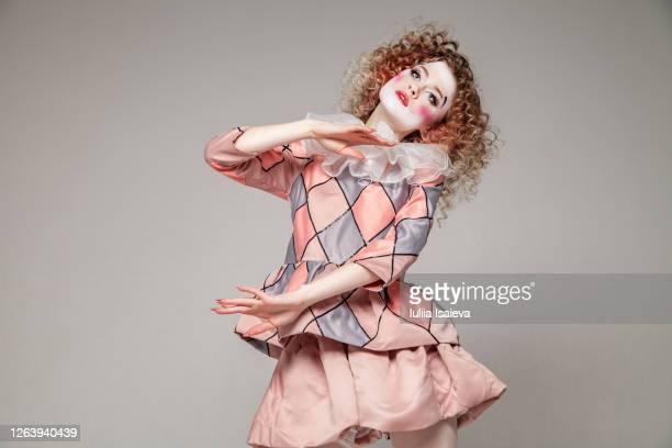 female harlequin looking at camera - evento de entretenimento imagens e fotografias de stock