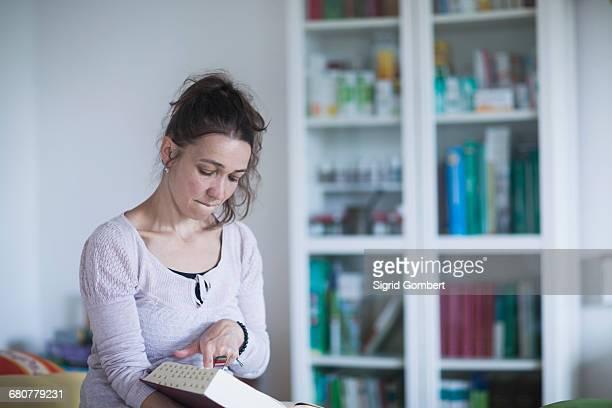 female healer reading medical book, freiburg im breisgau, baden-württemberg, germany - sigrid gombert 個照片及圖片檔