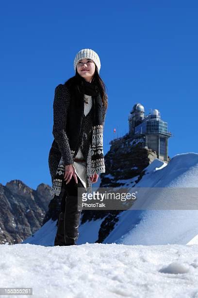 Weibliche Wanderer auf Berggipfel-XL