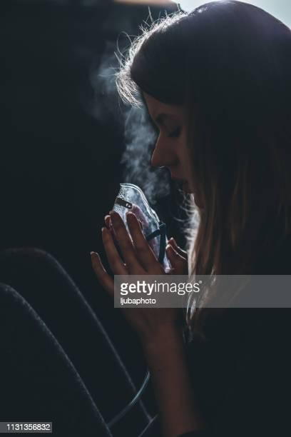 female holds a mask steam inhaler - amigdalite imagens e fotografias de stock