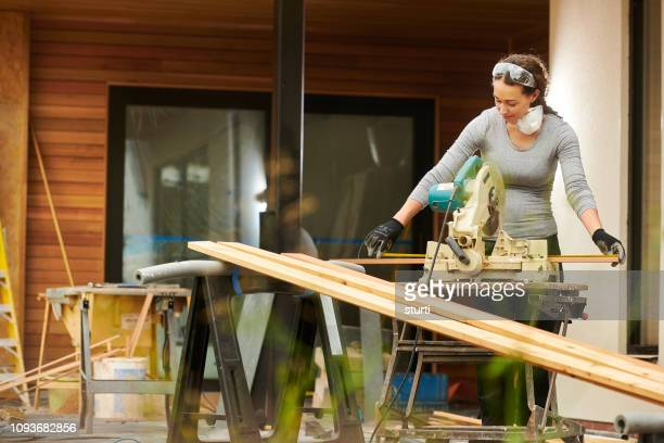 female homebuilder - home improvement stock pictures, royalty-free photos & images